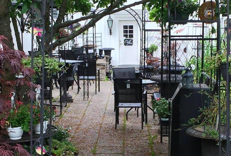 Fullerö handel och Café Villan